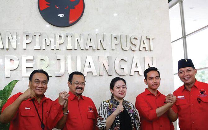 Bakal calon wali kota Achmad Purnomo (dua dari kiri) dan Gibran Rakabuming Raka (dua dari kanan) saat mengikuti fit and proper test di DPP PDIP, Senin (10/2).