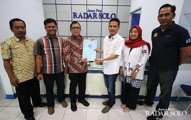 Wakil Ketua Dewan Pers Hendry Ch Bangun berkunjung ke kantor Jawa Pos Radar Solo, kemarin (12/2).