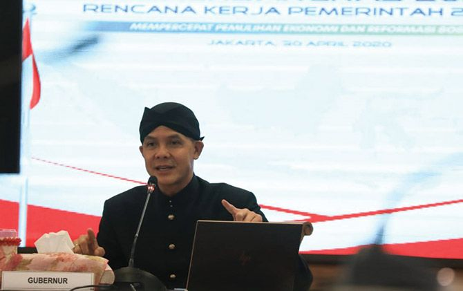 Gubernur Jateng Ganjar Pranowo meminta buruh untuk tak mengadakan kerumunan massa pada peringatan May Day, besok.