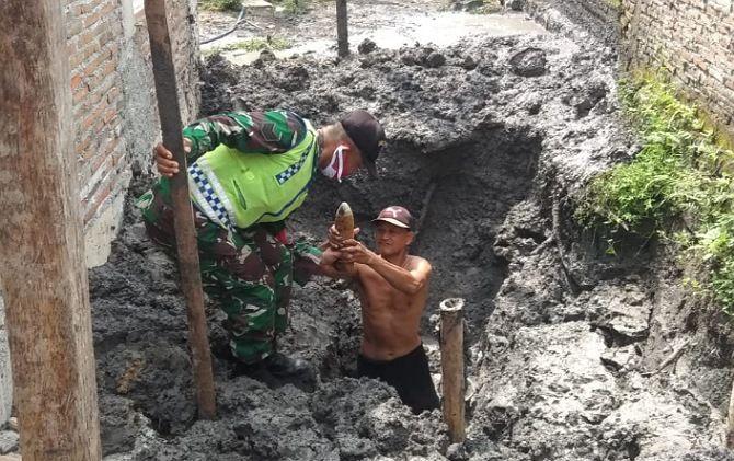Mortir yang ditemukan warga Pucangan, Kartasura saat menggali tanah untuk septic tank.
