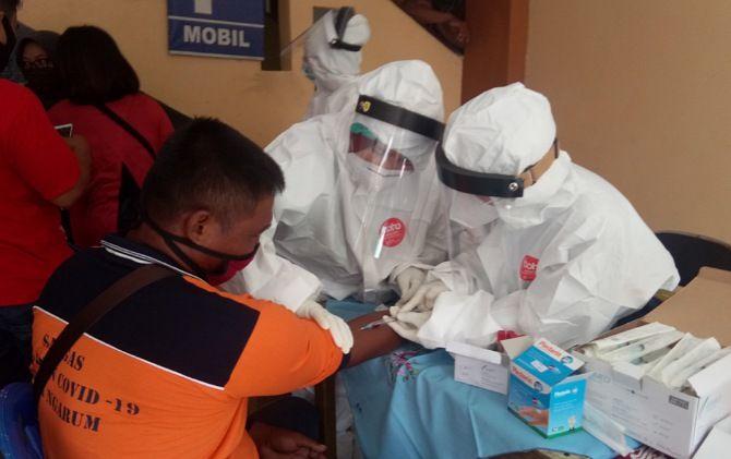 Dinkes Kabupaten Sragen melaksanakan rapid test masal.
