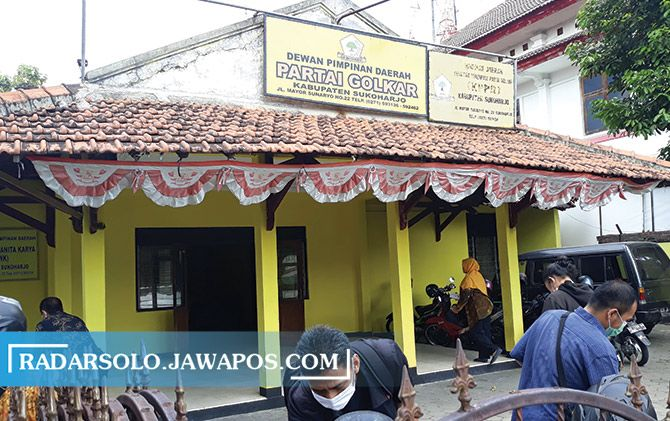 Aktivitas di kantor DPD Golkar Sukoharjo kemarin. Pengurus partai terus panasi mesin jelang pilkada.