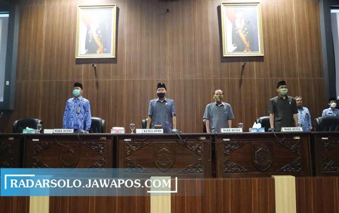 BERMASKER: Anggota DPRD Kabupaten Sragen ikuti sidang paripurna, 19 Juni.