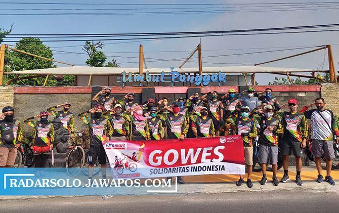 Peserta Alfamart Gowes Sabang sampai Merauke berhenti sejenak di Umbul Ponggok, Sabtu (8/8).