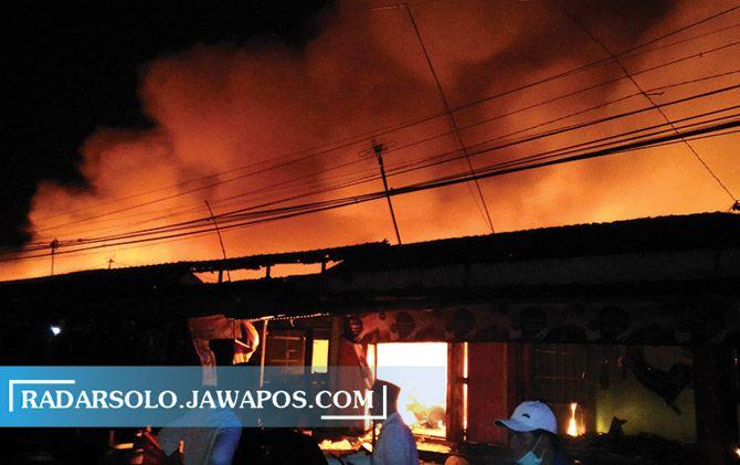Pasar Cepogo yang terbakar tadi malam.