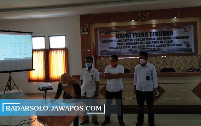 Rekapitulasi DPSHP dan penetapan DPT tingkat kabupaten di kantor KPU Klaten, kemarin (16/10).