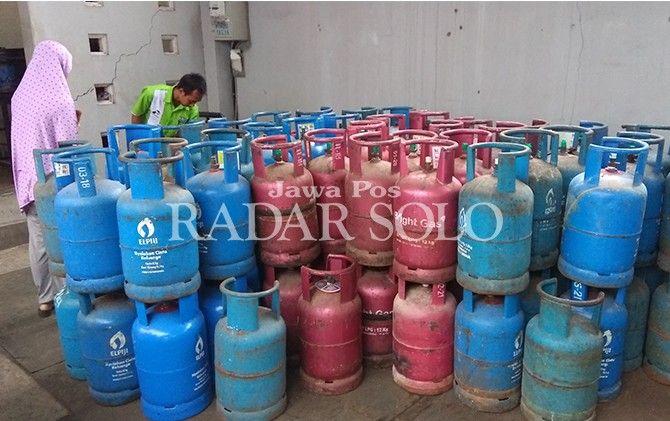 Ilustrasi tabung elpiji 12 kg dan bright gas pink.