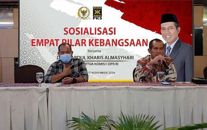 PAPARAN: Abdul Kharis Al Masyhari saat sosialisasi 4 pilar kebangsaan di Klaten Selasa (17/11).
