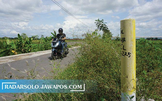Patok Tol Solo-Jogja di Desa Kahuman, Polanharjo, kemarin.