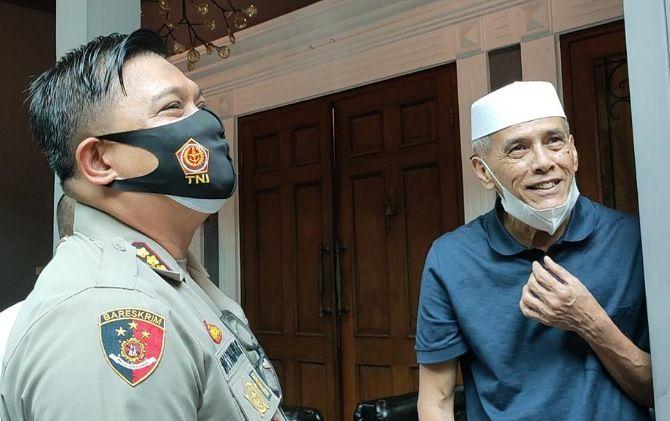Kapolresta Solo Kombes Pol Ade Safri Simanjuntak bercengkrama dengan Habib Hasan Mulachela.