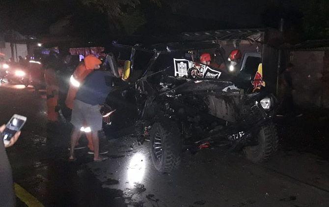Kondisi Daihatsu Feroza Jeep yang ringsek usai menabrak truk kontainer, Kamis (21/1) malam.