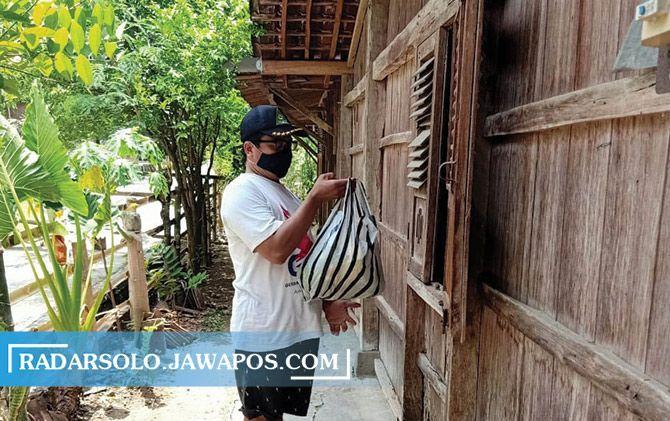 Satgas Jogo Tonggo Desa Gemantar, Mondokan bantu persediaan warga isolasi mandiri.