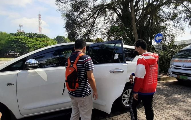 Wali Kota Surakarta Gibran Rakabuming Raka memilih Toyota Kijang Innova putih sebagai kendaraan dinasnya.