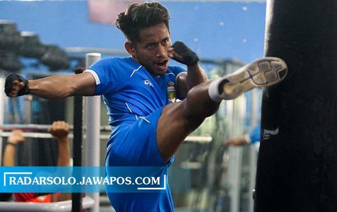 Andik Vermansyah saat berlatih kebugaran di gym UNS Manahan, sebelum perhelatan Piala Menpora beberapa waktu lalu.