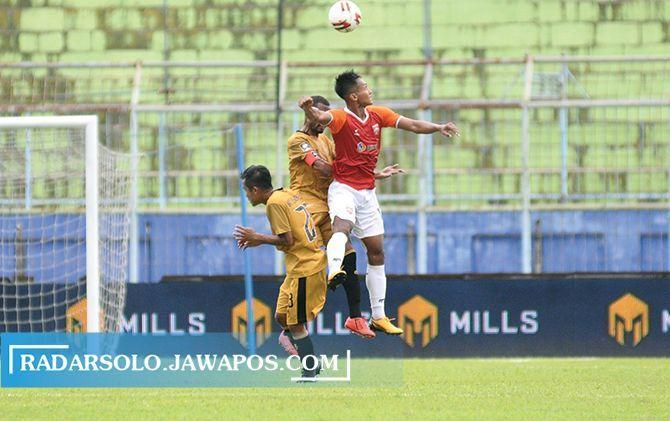 Bhayangkara Solo FC sukses meraih tiga poin perdananya di turnamen Piala Menpora 2021 melawan Bornoe FC di Stadion Kanjuruhan, Kabupaten Malang, Senin (22/3).