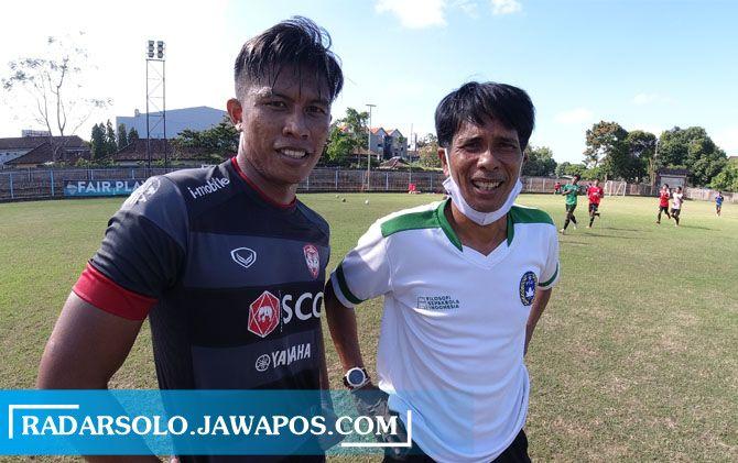 Agus Nova Wiantara (kiri) jadi pemain baru yang merapat ke Persis Solo