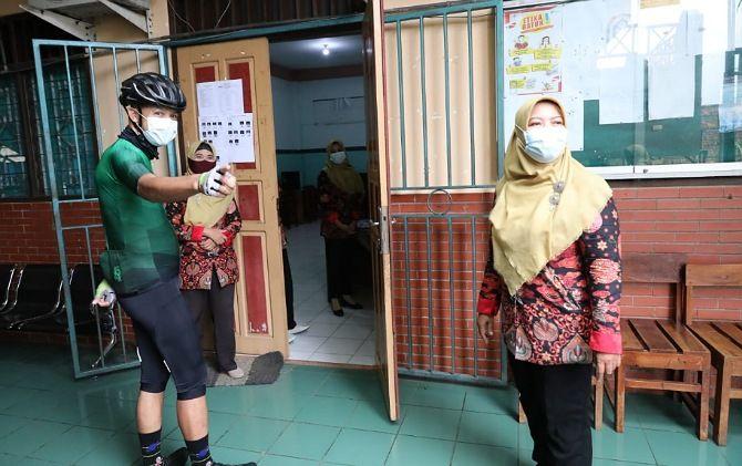 Gubernur Jateng Ganjar Pranowo mendatangi SMK Hidayah di Banyumanik yang menggelar UKK, Rabu (7/4).