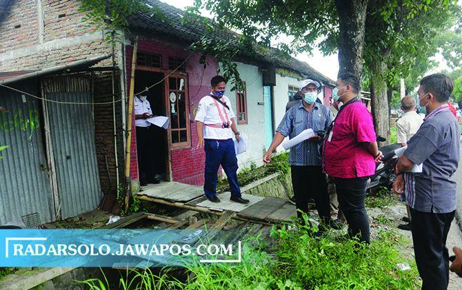 SIAP PINDAH: Rumah warga di lahan PT KAI ini sebentar lagi akan dibongkar.
