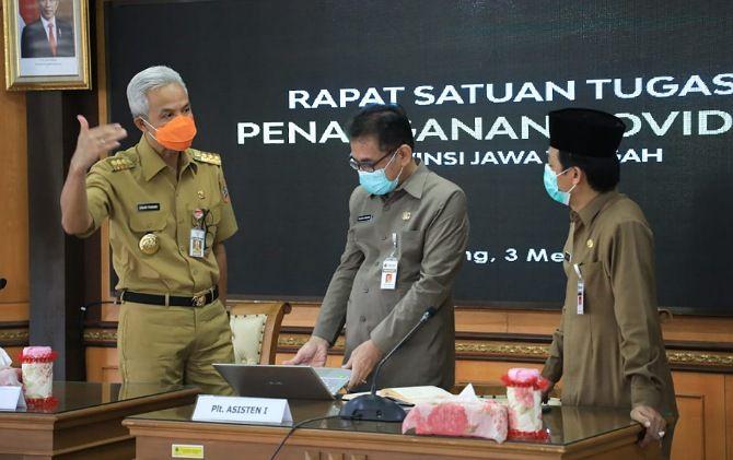 Gubernur Jateng Ganjar Pranowo usai Rakor Penegakan Disiplin Protokol Kesehatan dan Penanganan COVID-19 di Daerah secara daring dipimpin oleh Mendagri di Ruang Rapat Gedung A, Senin (3/5).