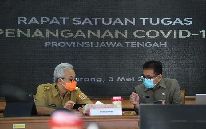 Gubernur Ganjar Pranowo mengikuti rakor soal penanganan Covid-19 dengan Mendagri secara virtual, Senin (3/5).