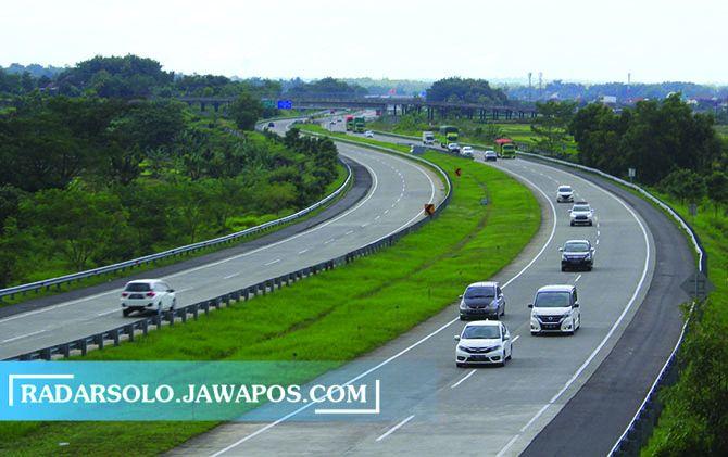LANCAR: Kendaraan melintas di Tol Solo-Ngawi belum lama ini.