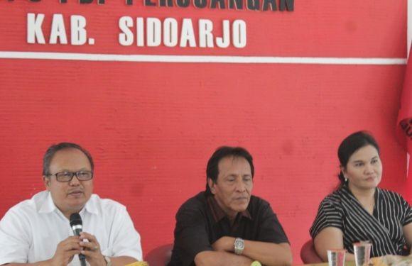RELEASE: Para tokoh PDIP saat menyampaikan press release