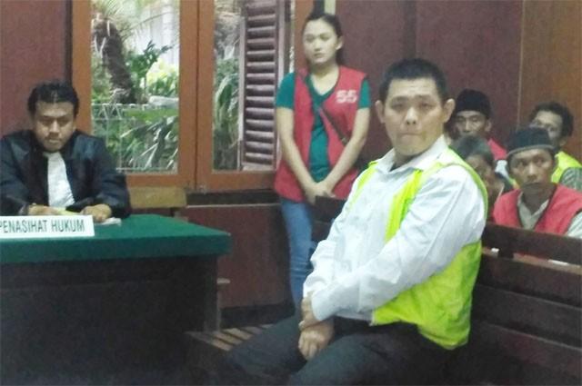 TERDAKWA: Aji Candra Wiguna warga Jalan Wilis Gang 5, Mojokerto ini menjalani sidang di PN Surabaya.