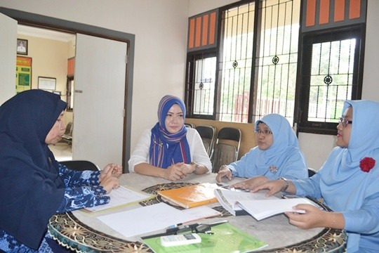 Kepala UPT RC saat melakukan kordinasi dengan sekolah inklusi berbagai jenjang.