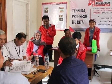 Pengurus PSI Sidoarjo saat verifikasi di KPU Sidoarjo.