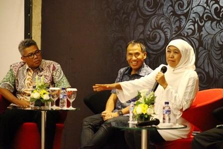 SOSIALISASI: Calon Gubernur Jawa Timur Khofifah Indar Parawansa (tengah) memaparkan program kepada direksi dan karyawan Ciputra Group di Ciputra World Hotel, Jum'at (11/5).