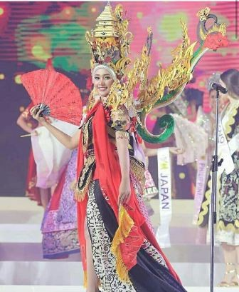 Revinda Carina saat tampil di ajang Miss Tourism Queen International 2018 di Bangkok, Thailand.