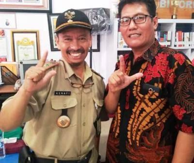 SINERGI: Dari kiri, Lurah Asemrowo Asnafi dan Ketua RW Hadi Suwarno.