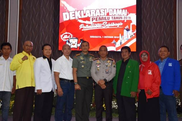 STAKE HOLDER: Deklarasi damai jelang pilpres dan pileg yang digelar TNI, Polri, Pemkot dan parpol peserta pemilu.