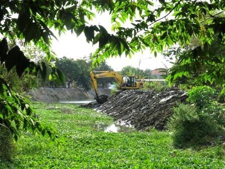 TERTUNDA: Normalisasi sungai Ngaban.