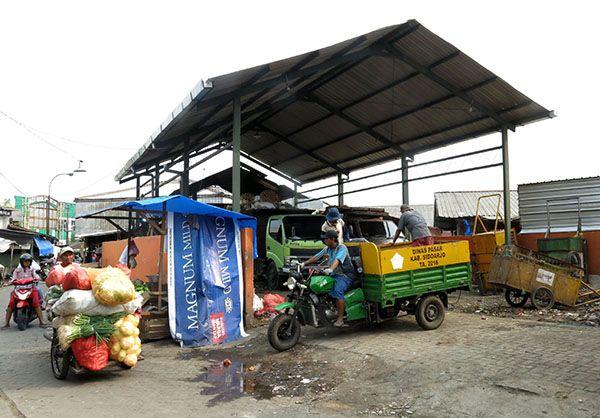 Proyek pembangunan TPST Pasar Krian.