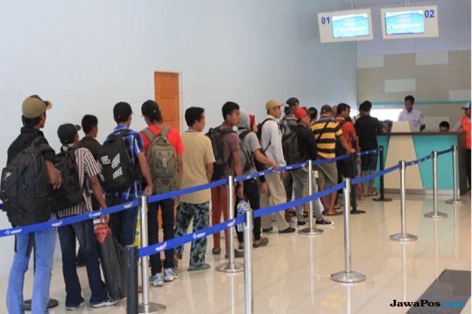 ANTRE: Pelayanan penjualan tiket di Pelabuhan Tanjung Perak.