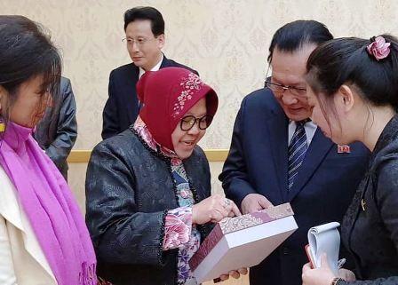 KUNJUNGAN: Wali Kota Tri Rismaharini saat mengunjungi Korea Utara sebagai president UCLG Aspac.