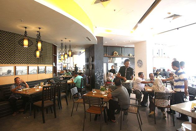 POTENSIAL: Suasana salah satu restoran di salah satu hotel berbintang di Surabaya. Sektor jasa dan perdagangan menjadi kontributor utama perputaran ua