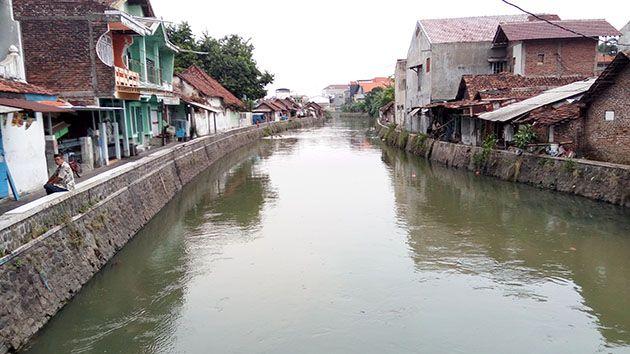 DANGKAL: Sungai Sidokare yang batal dikeruk tahun 2018 akan dinormalisasi tahun ini.