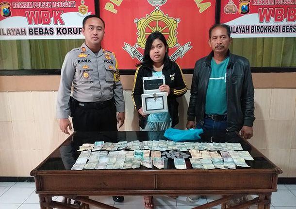 DIAMANKAN: Kapolsek Menganti AKP Ramadhan Nasution menunjukkan barang bukti dan pelaku pencurian kotak amal.