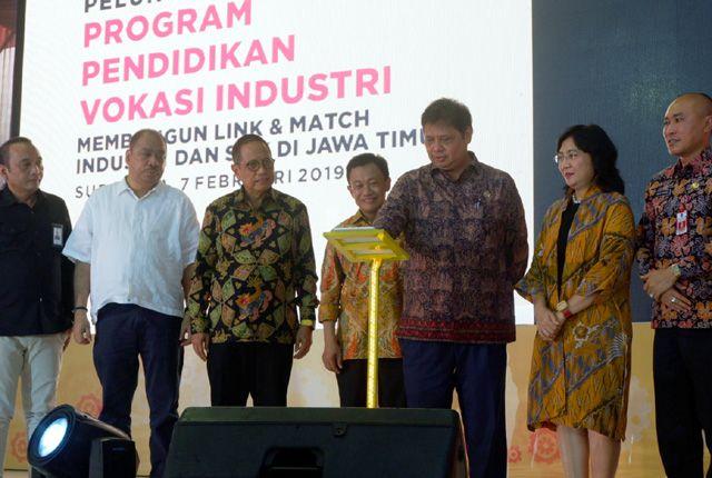 Menteri Perindustrian RI, Airlangga Hartanto saat akan meluncurkan program pendidikan vokasi link and match
