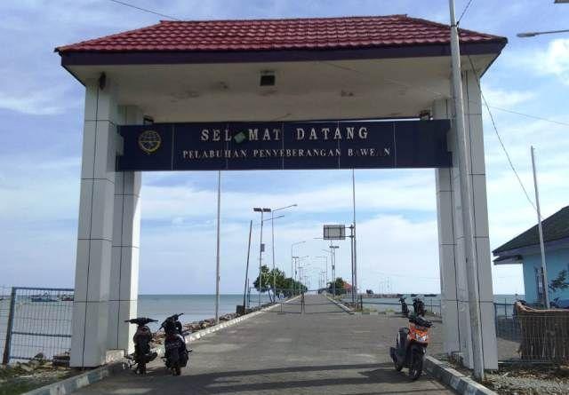 BERHENTI: Aktivitas di Pelabuhan Bawean terlihat sepi setelah dermaganya rusak diterjang Kapal Gili Iyang.