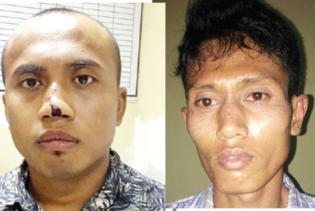 BERTETANGGA: Kedua pelaku perampasan motor saat diamankan di Polrestabes Surabaya.