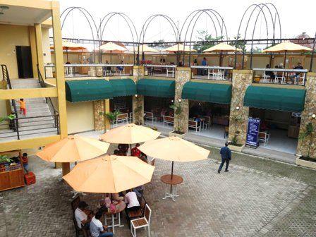 PERLU SOLUSI: Pusat kuliner di Jalan Gajah Mada Sidoarjo yang dikeluhkan pedagang karena sepi pembeli.