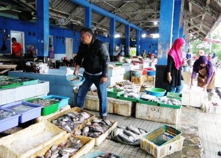 POTENSI: Pasar ikan segar di Jalan Veteran, Lingkar Timur, Sidoarjo, yang bisa dikembangkan menjadi destinasi wisata.