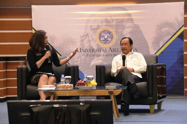 HARUS DIBINA: Komisaris Utama PT Pertamina (Persero) Tanri Abeng saat menjadi pembicara dalam kuliah umum di hadapan 600 mahasiswa di Universitas Airl