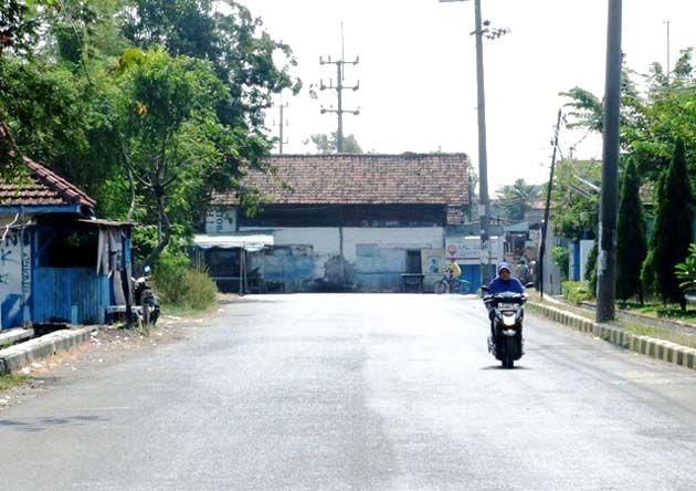 PROYEK: Pembangunan frontage road yang masih jalan di tempat meski diguyur anggaran besar.