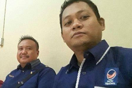 OPTIMISTIS: Ketua DPC Partai Nasdem Gresik Saiful Anwar (kiri) didampingi Sekretaris Musa.