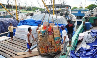 LOGISTIK: Kapal Pelra di Pelabuhan Gresik hanya mengandalkan angkutan sembako.