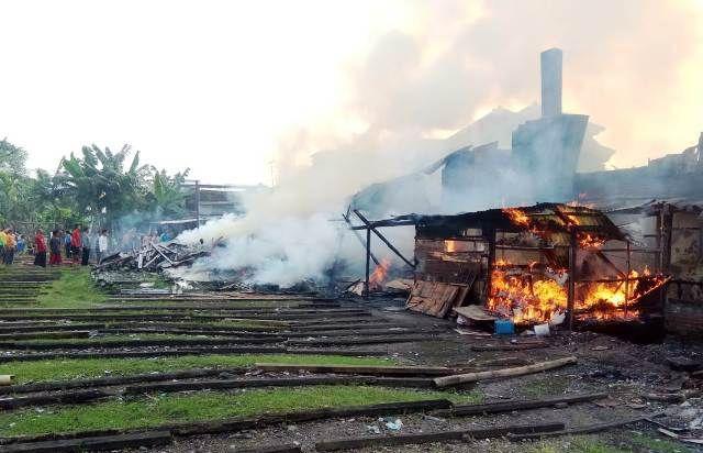 Pabrik Krupuk di Medaeng Terbakar, 4 Motor untuk Jualan Tersambar Api